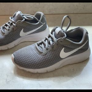 Nike Tanjun Running Shoes - Sz 3.5